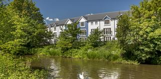 Blossom+Bank%2c+Tonbridge+external+riverside+views+typical+of+Ward+Homes+