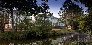 Blossom+Bank%2c+Tonbridge+external+riverside+views+typical+of+Ward+Homes+